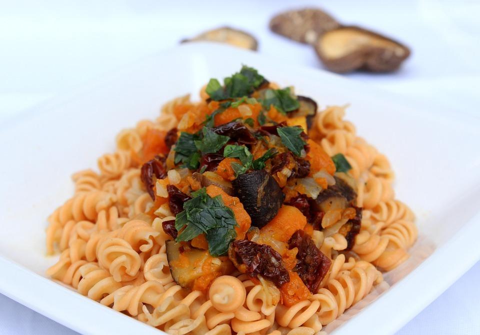 Блюда из макарон попадают в итальянскую категорию «паста».